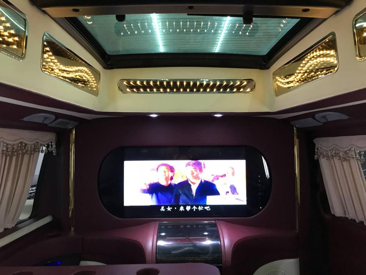 奔驰 威霆  2011款 2.5L 精英版图片