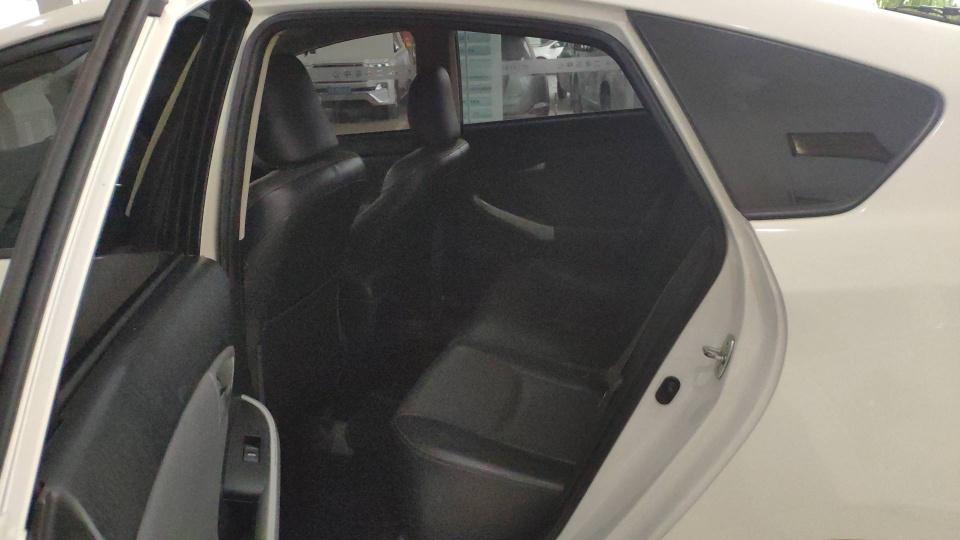 丰田 普锐斯  2012款 1.8L CVT豪华版图片