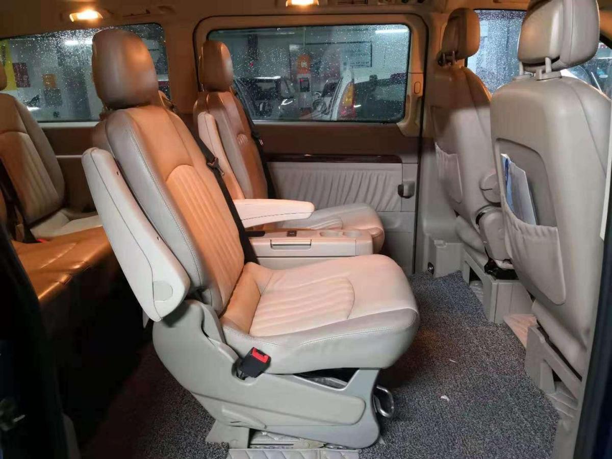 奔驰 唯雅诺  2010款 2.5L 豪华版图片