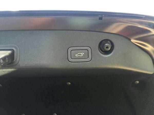 捷豹 XJ  L 2.0T 两驱全景商务版图片