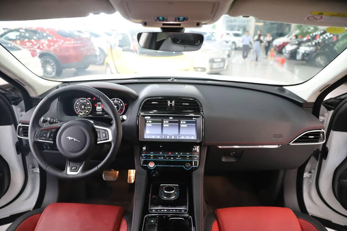 捷豹 F-PACE  2018款 改款 2.0T 四驱R-Sport运动版图片