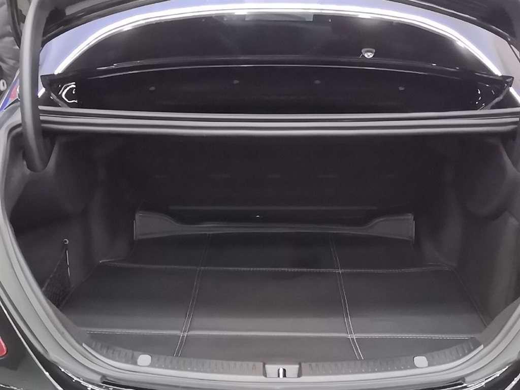 奔驰 奔驰E级  2019款 改款 E 300 L 运动时尚型图片