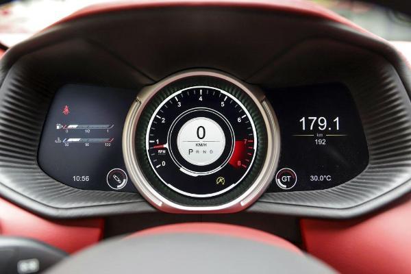 阿斯顿马丁 DB11  5.2T 设计师定制版 双涡轮增压(限量40台)图片
