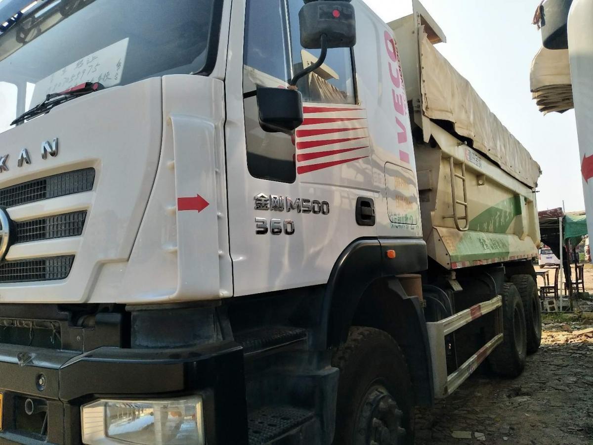 红岩杰狮后八轮环保车,国五排放图片