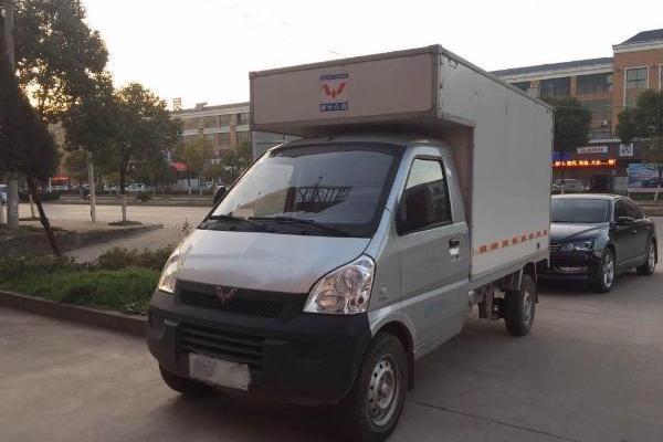 五菱荣光厢式货车图片