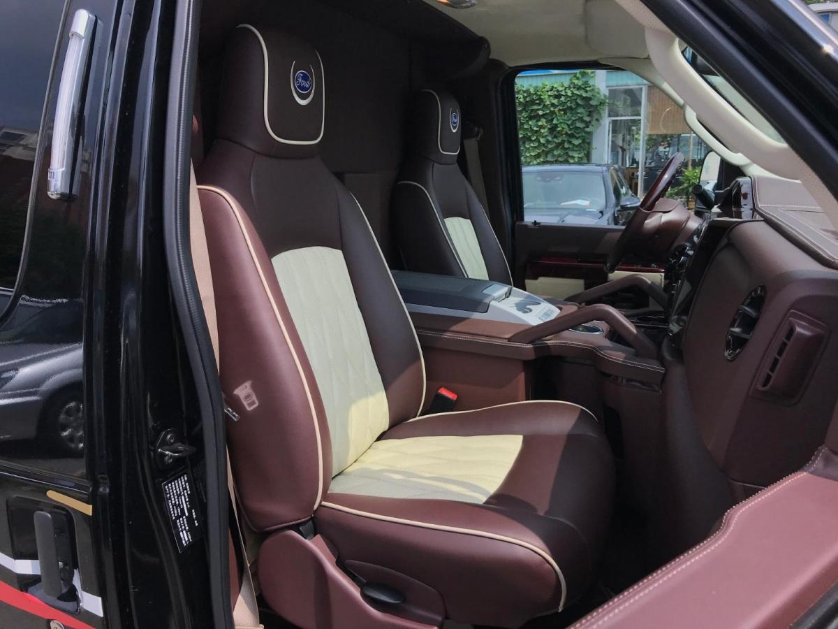 福特 E350  2011款 5.4L 铂金限量版图片
