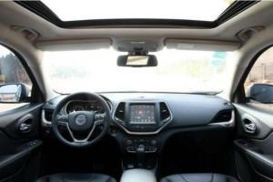 2016年10月 Jeep 自由光 2.4 专业版+智能包