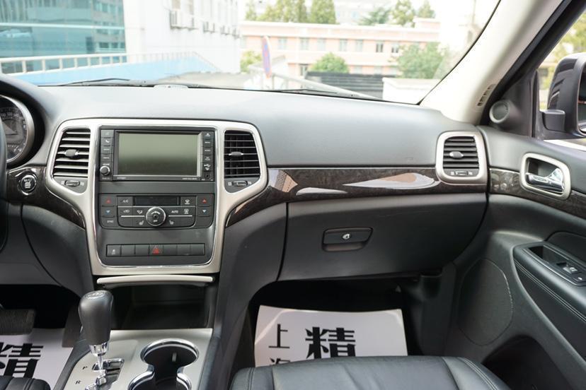 Jeep 大切诺基  2012款 3.6L 旗舰尊崇版图片