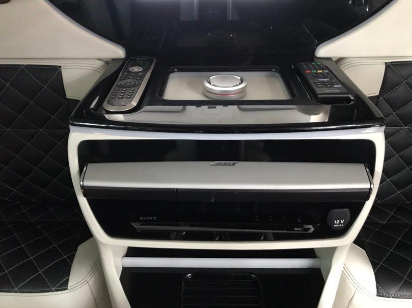 路虎 揽胜  2015款 5.0 V8 SC AB 巅峰创世加长版图片