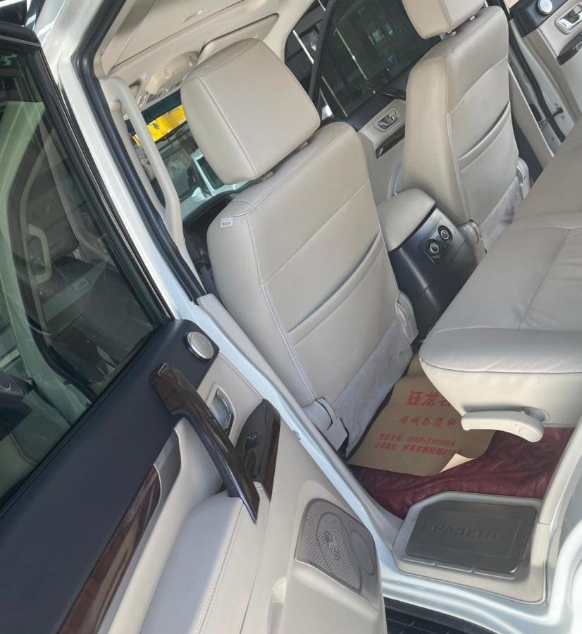 三菱 帕杰罗  2012款 3.8L 尊贵版图片