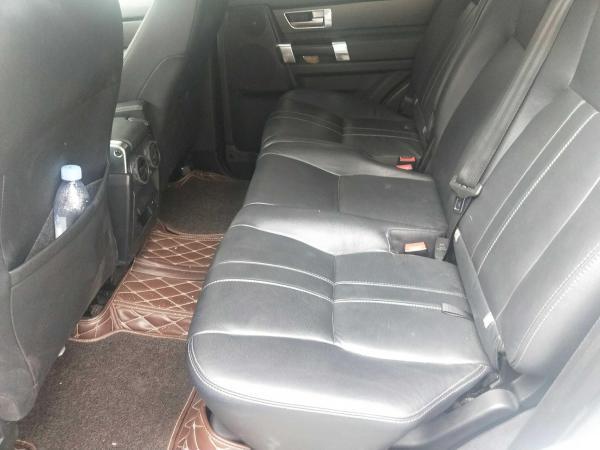 路虎 发现  3.0T 曜黑典藏版 V6 SC SE汽油版图片