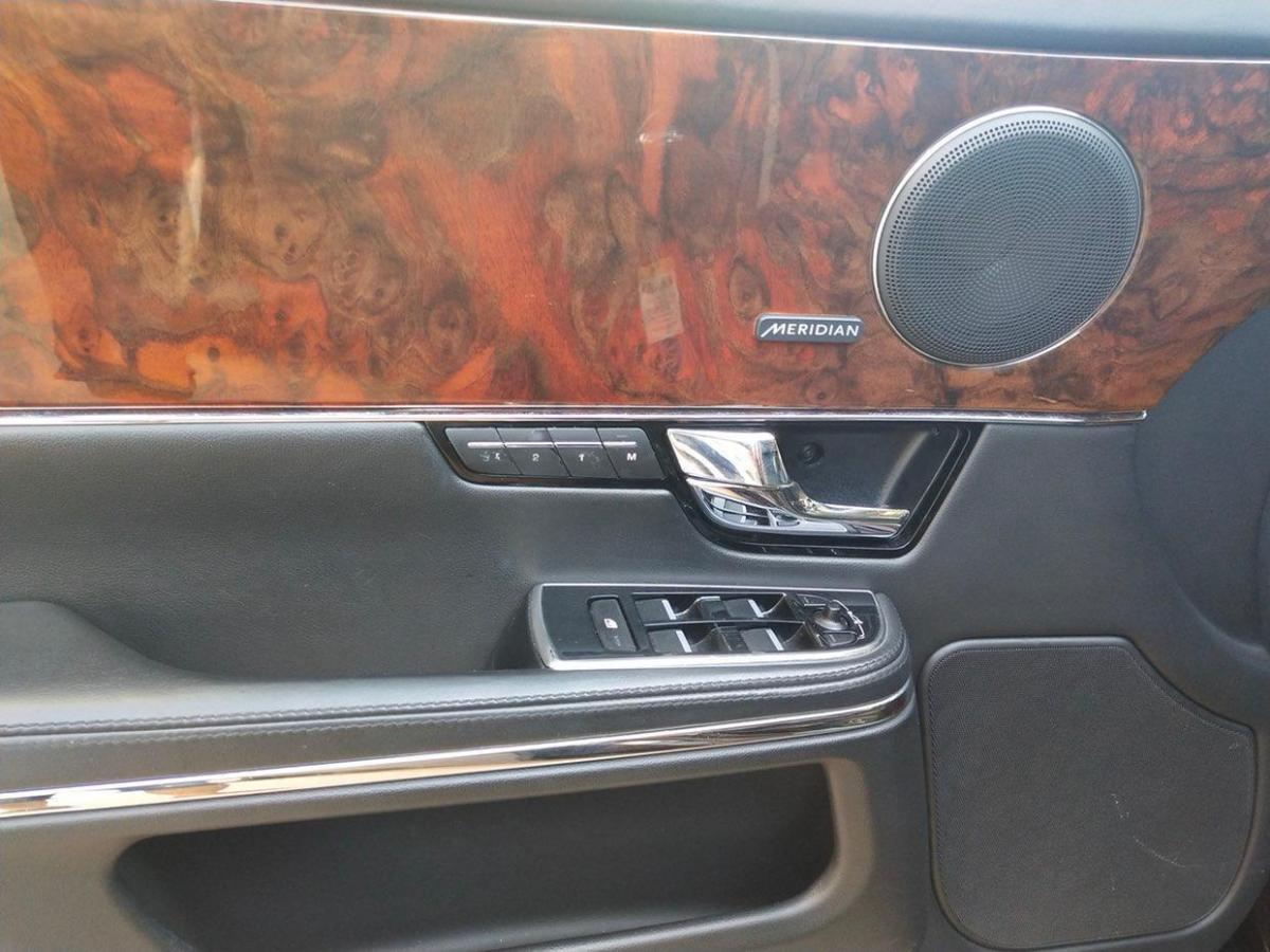 捷豹 XJ  2013款 L 3.0T SC 两驱全景商务版图片