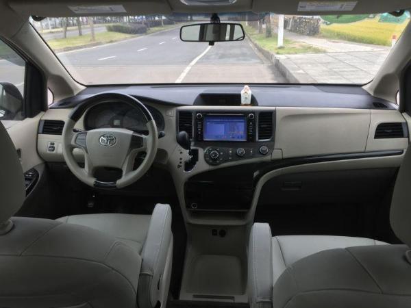 丰田Sienna(进口) 2011款 Sienna(海外) 2.7L 自动 LE版 两驱图片