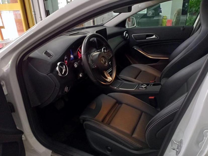 奔驰 奔驰GLA  2017款 GLA 220 4MATIC 豪华型图片