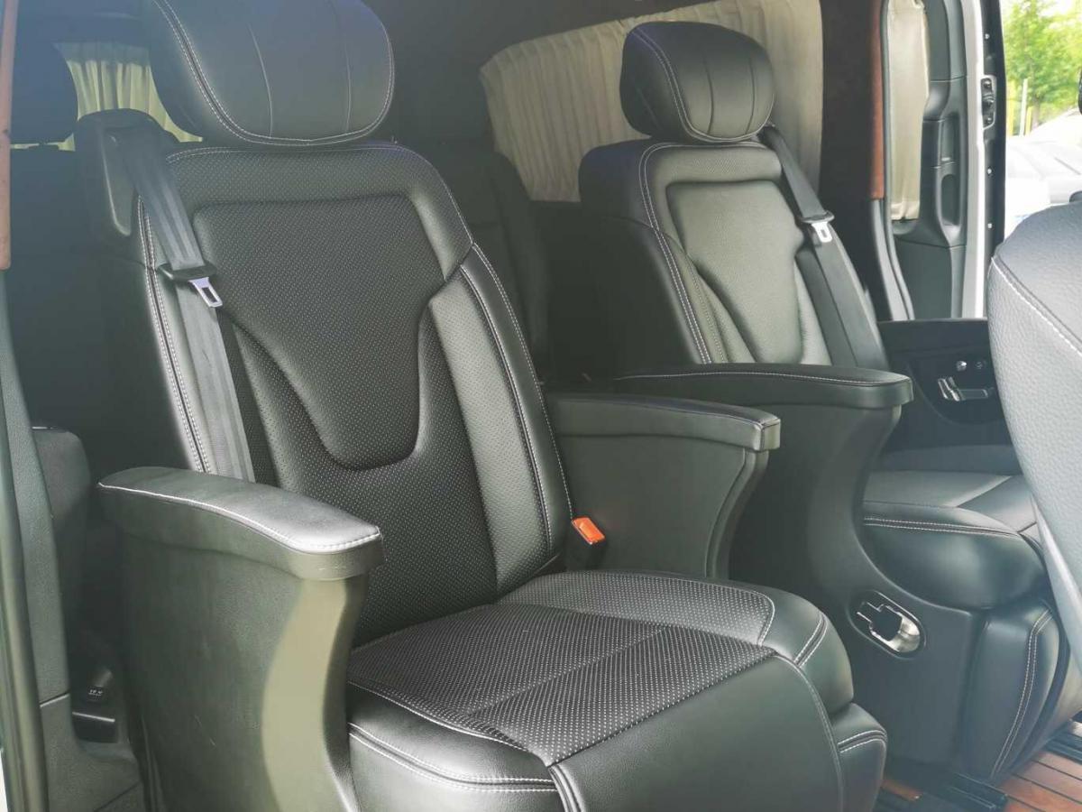 奔驰 威霆  2018款 2.0T 精英版 7座图片