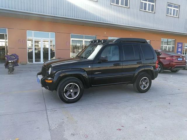 Jeep 自由人  2004款 3.7L图片