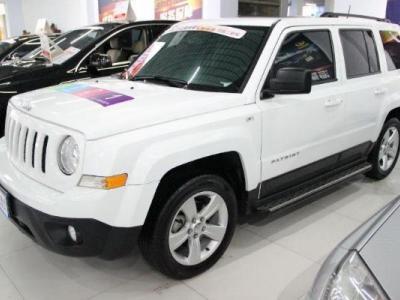Jeep 自由客  2.0 两驱运动版图片